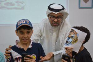 الأستاذ محمد مع الطلاب في دورة الذكاء الرقمي